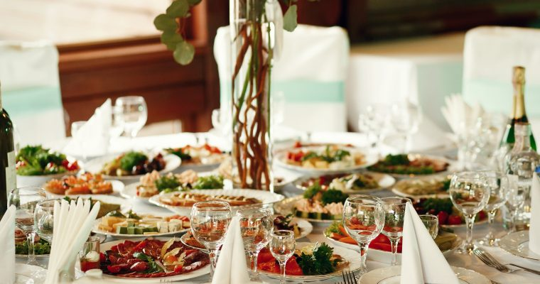 Choosing Reliable Caterers in Noida for a Successful Corporate Event